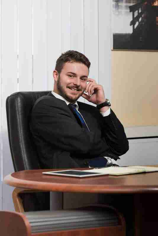 איש עסקים ישראלי לומד אנגלית
